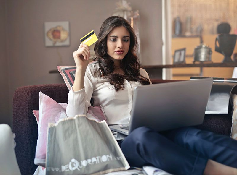 Woman with credit card Thumbnail